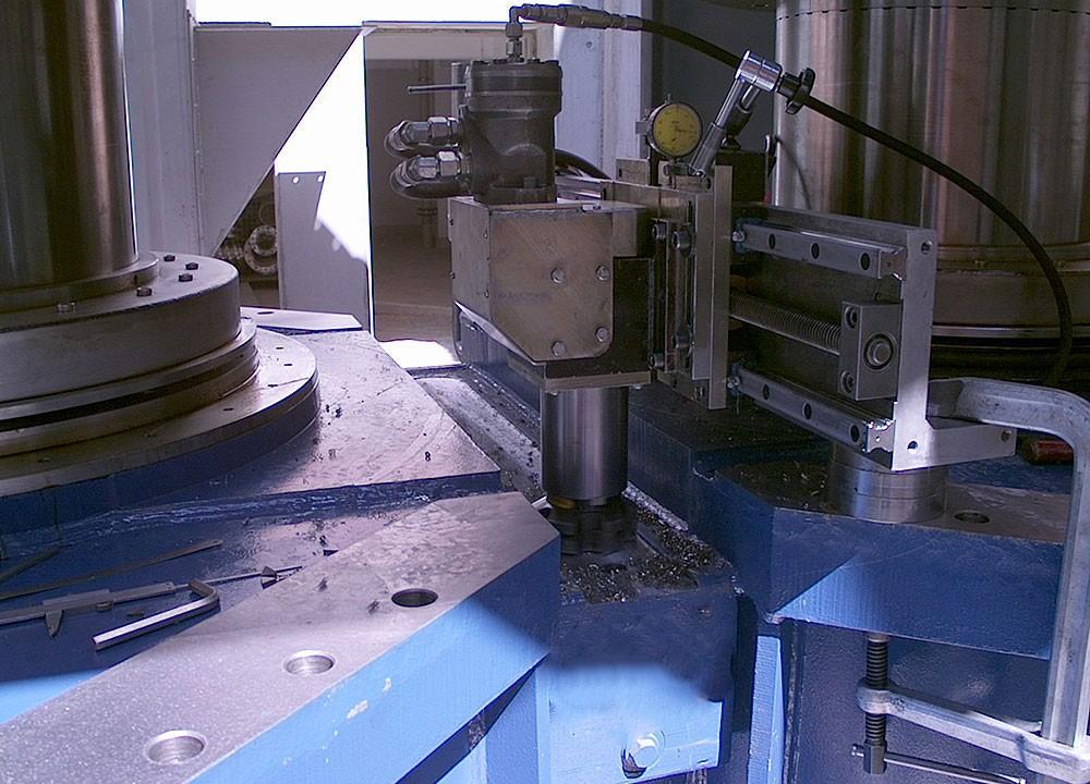 FGH 1400 - Einfraesen Nut mobil in Getriebegehaeuse 125 mm breit x 1000 mm lang